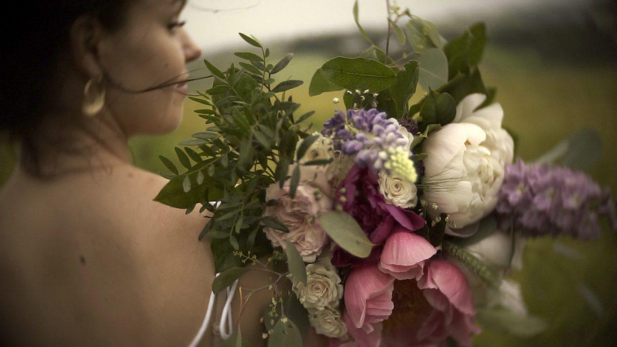 Filmowa sesja plenerowa, panna młoda boho, naturalny film ślubny
