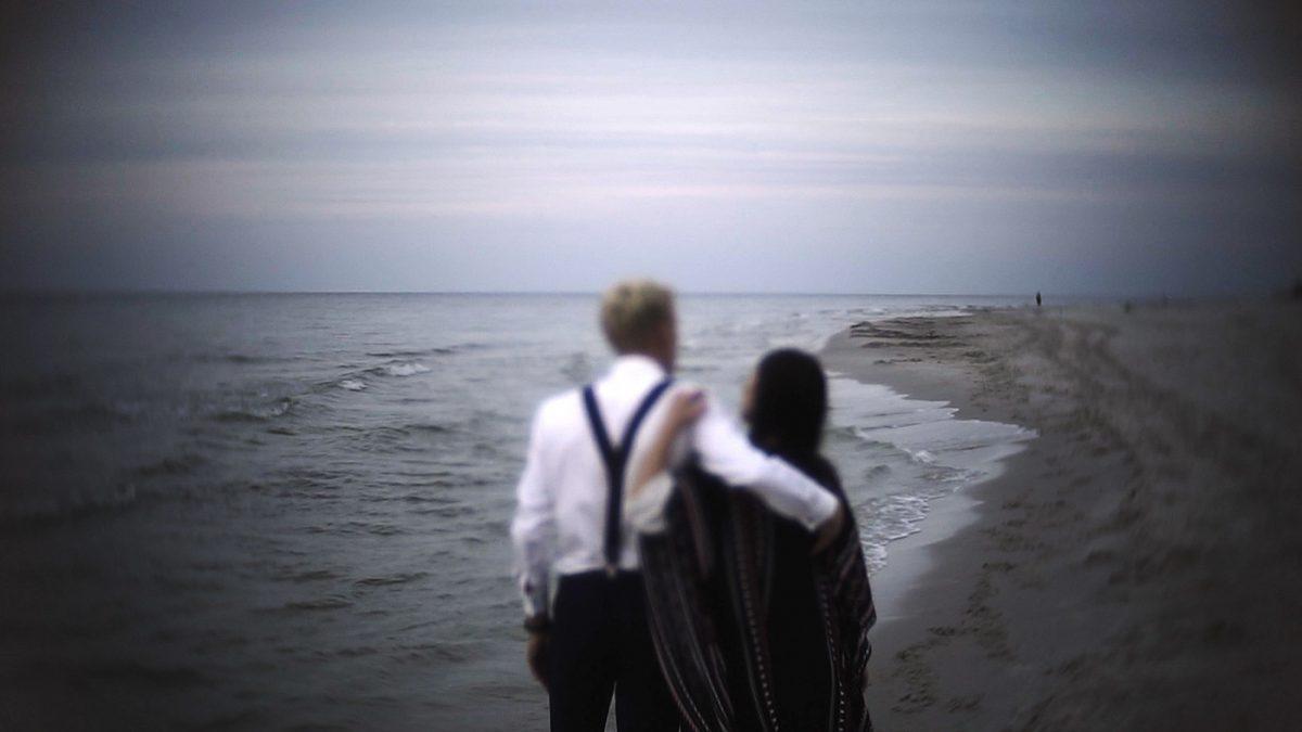 ślubny plener nad morzem, para młoda nad morzem
